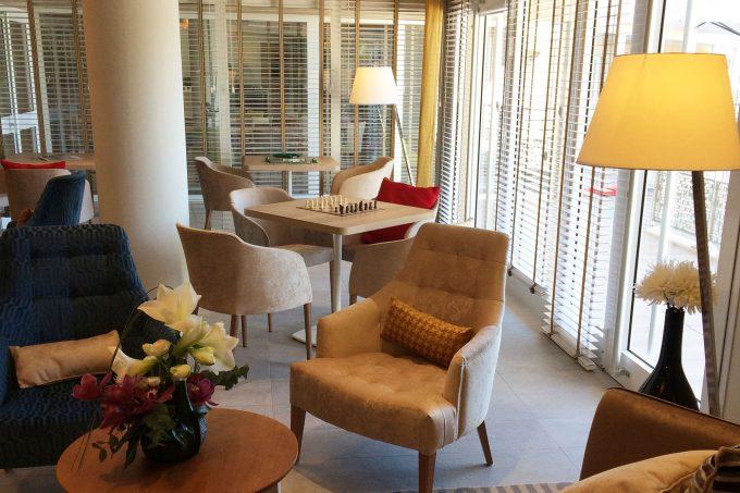 Salon commun de la résidence pour seniors COGEDIM Club Pégomas