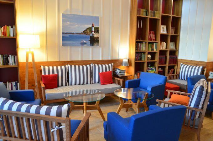 Salon commun de la résidence seniors avec services Le Domaine du Phare COGEDIM Club